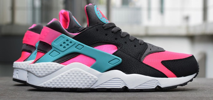 black and pink huaraches